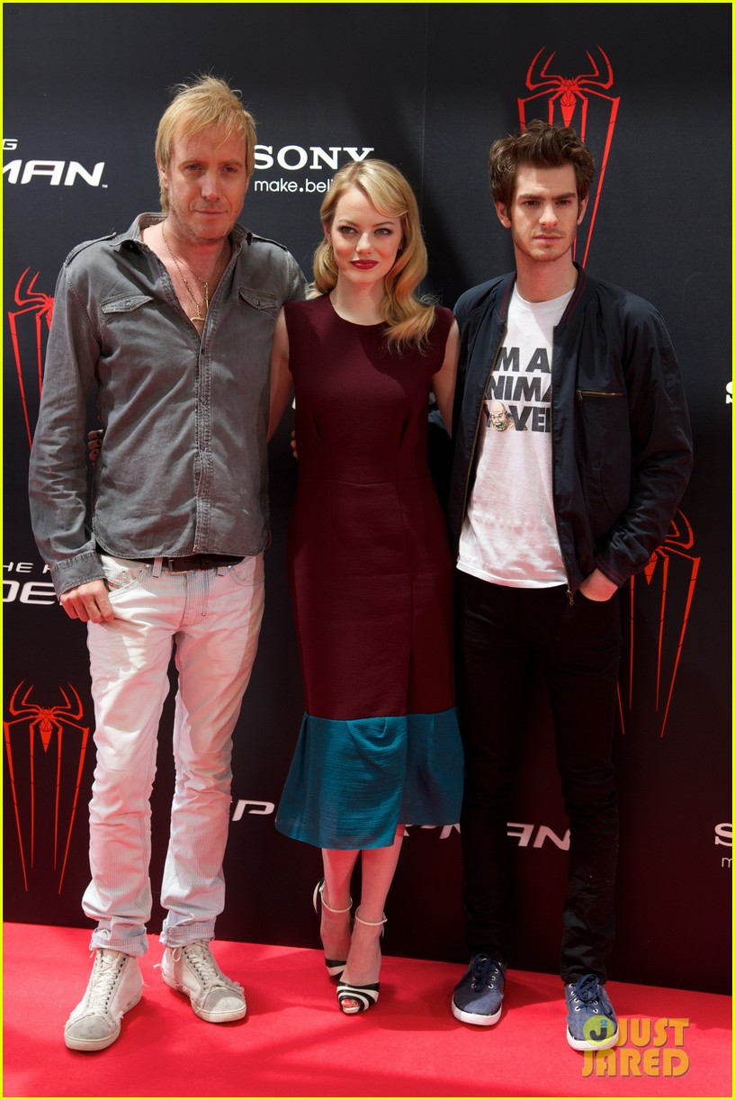 emma stone andrew garfield spider man spain photo call 03