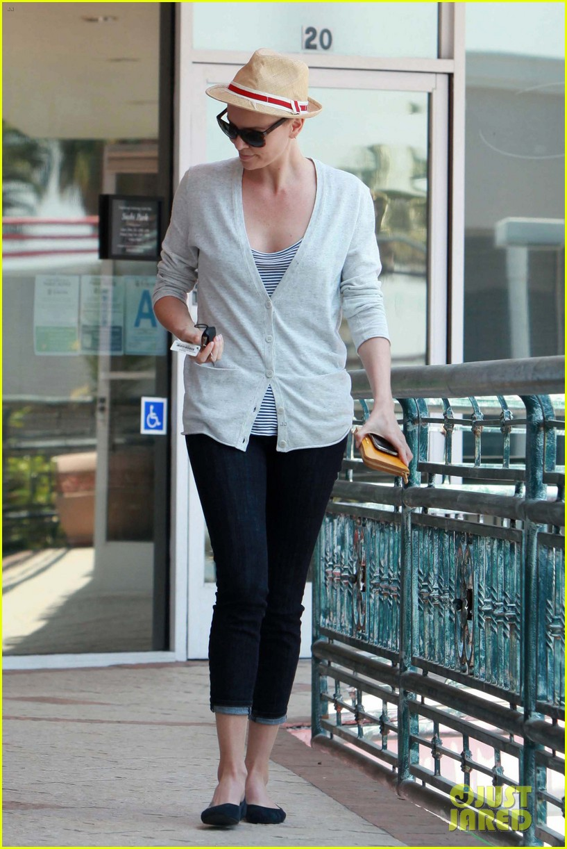 charlize theron sushi park lunch stop 06
