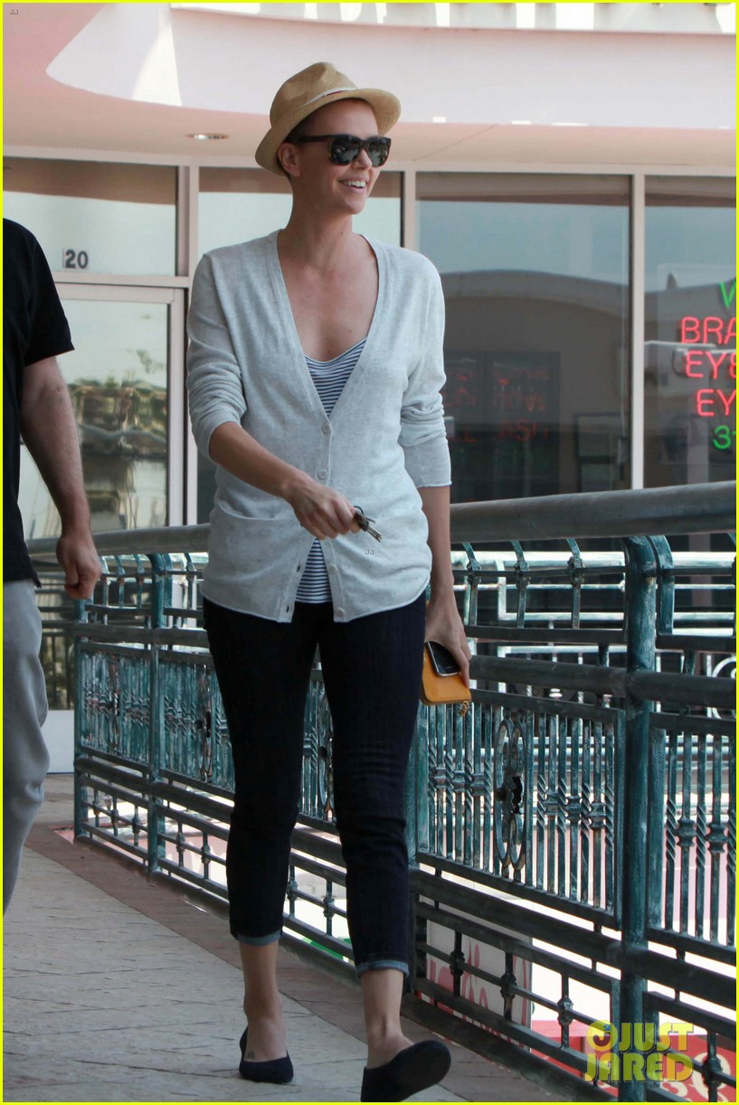 charlize theron sushi park lunch stop 08