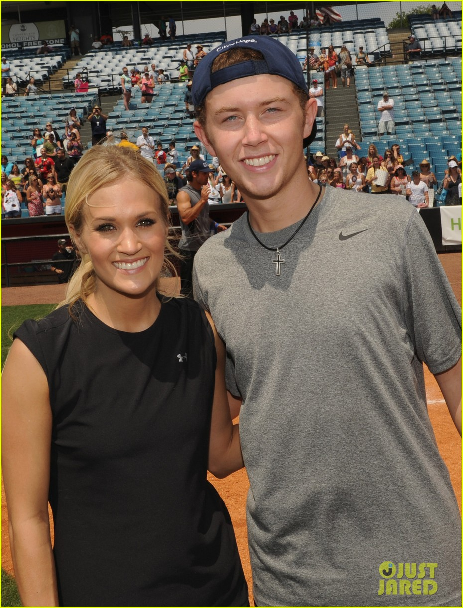 carrie underwood scotty mccreery celebrity softball 02