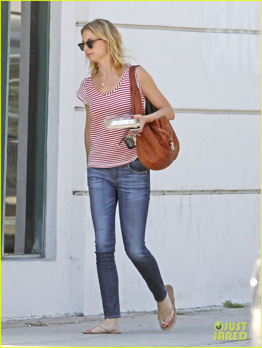 emily vancamp errands west hollywood 102672161