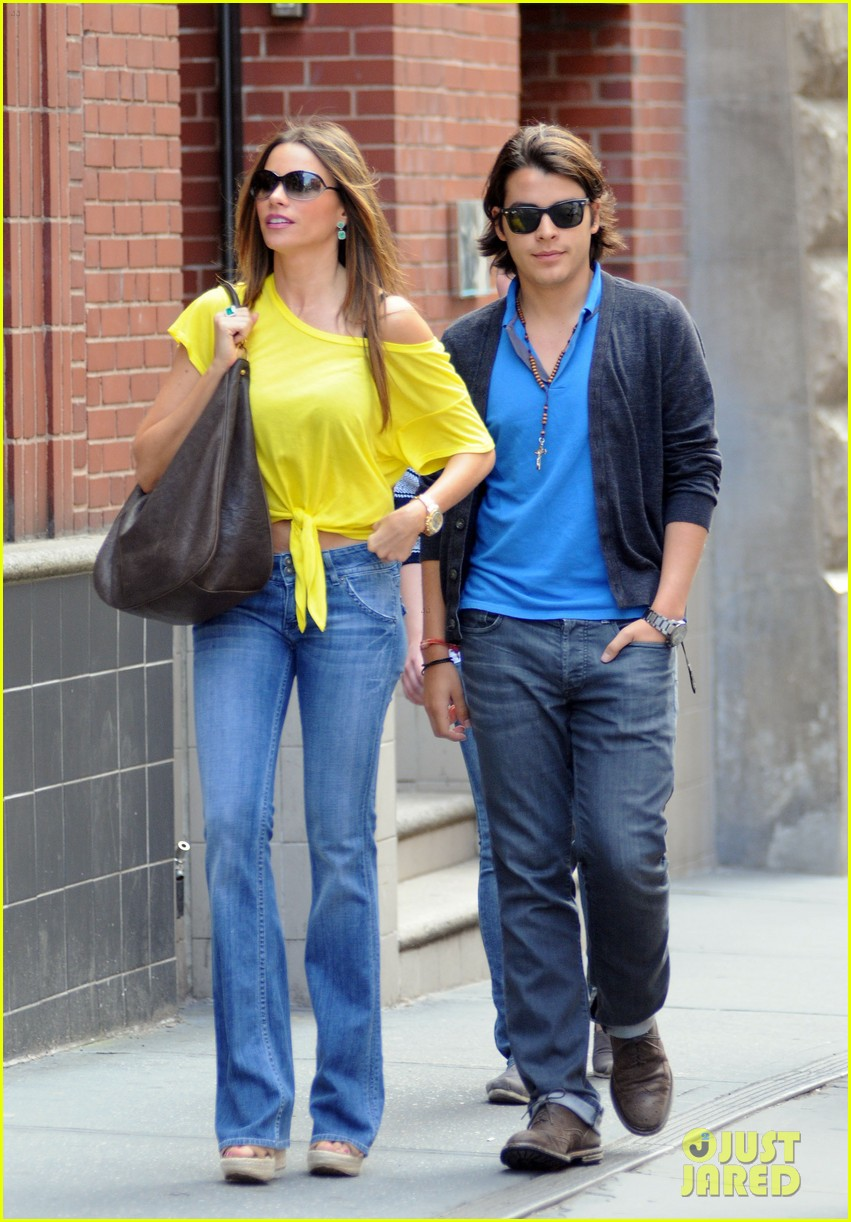 sofia vergara shopping with manolo 07