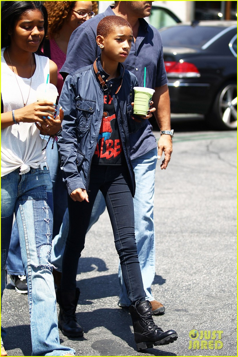 Willow Smith Girlfriend 2012 Willow smith starbucks stop 03 jpg