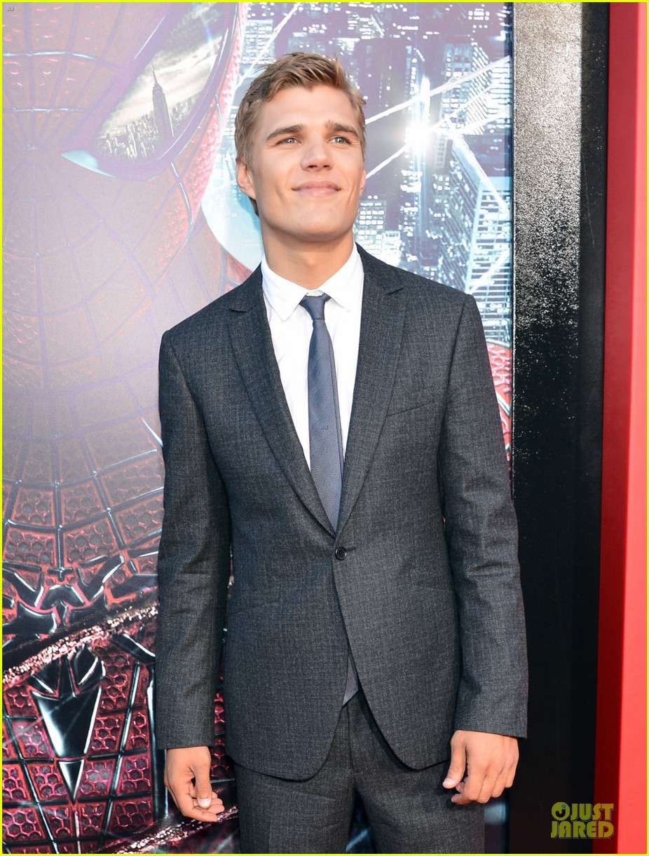 chris zylka spider man premiere 07