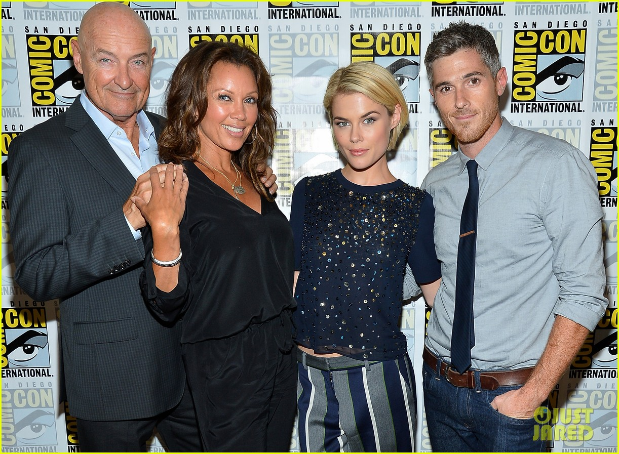 dave annable rachael taylor 666 park avenue at comic con 122687527