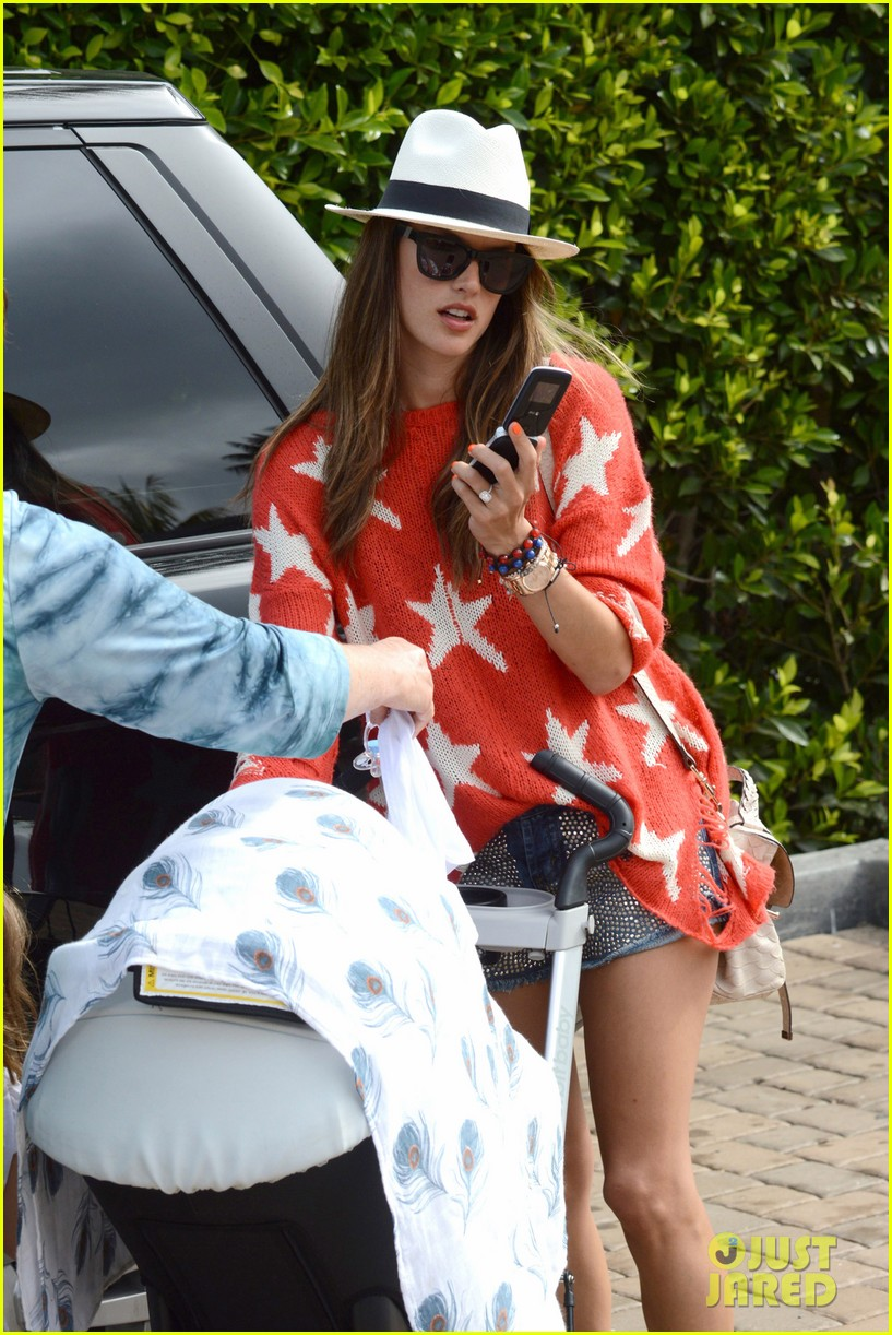 alessandra ambrosio 4th of july with jamie mazur baby noah 072683449