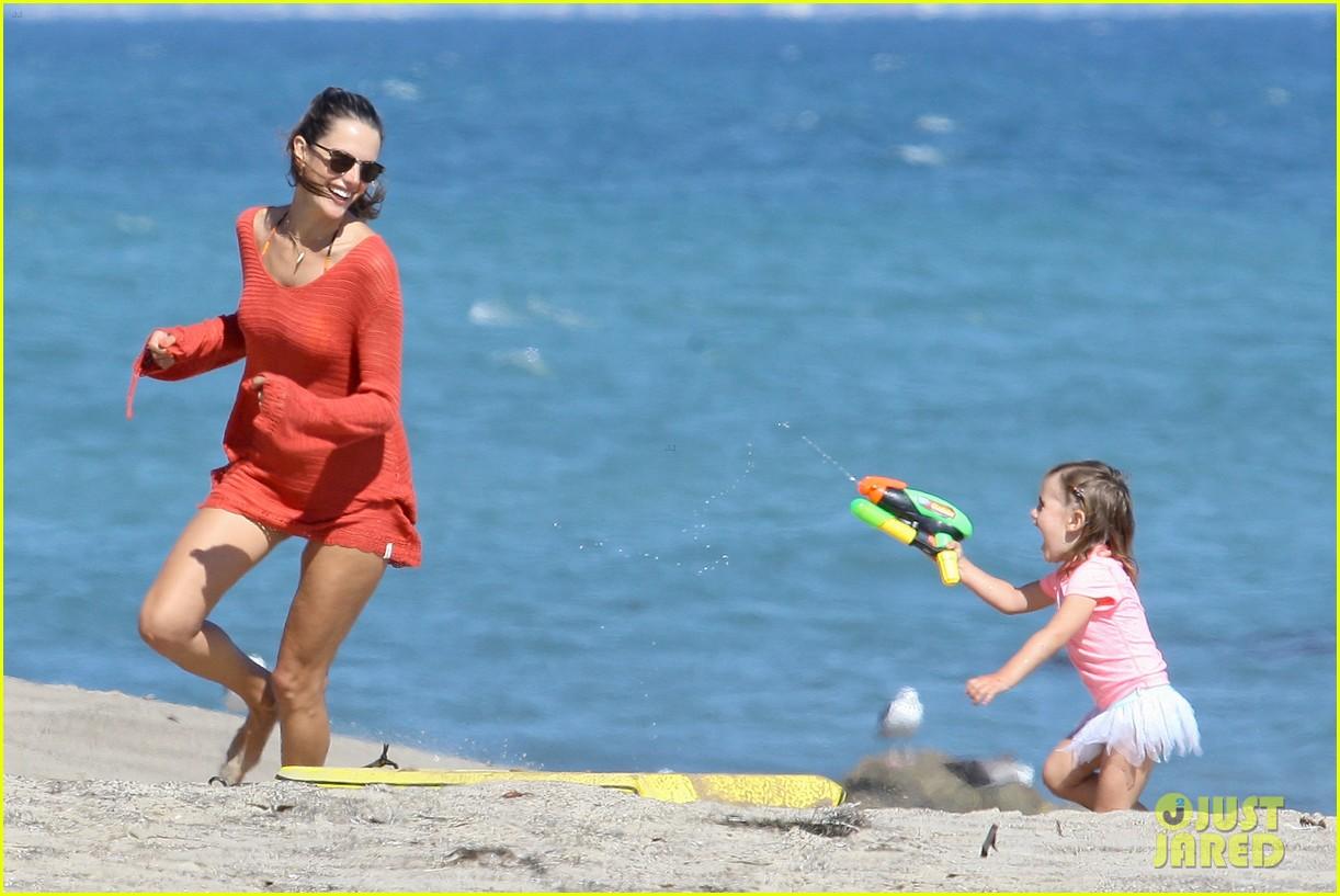 alessandra ambrosio anja beach time 062684290