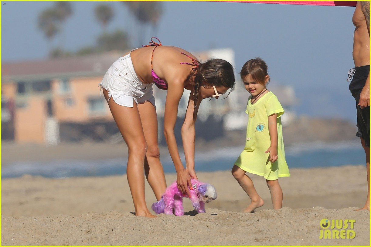 alessandra ambrosio family day in malibu 06