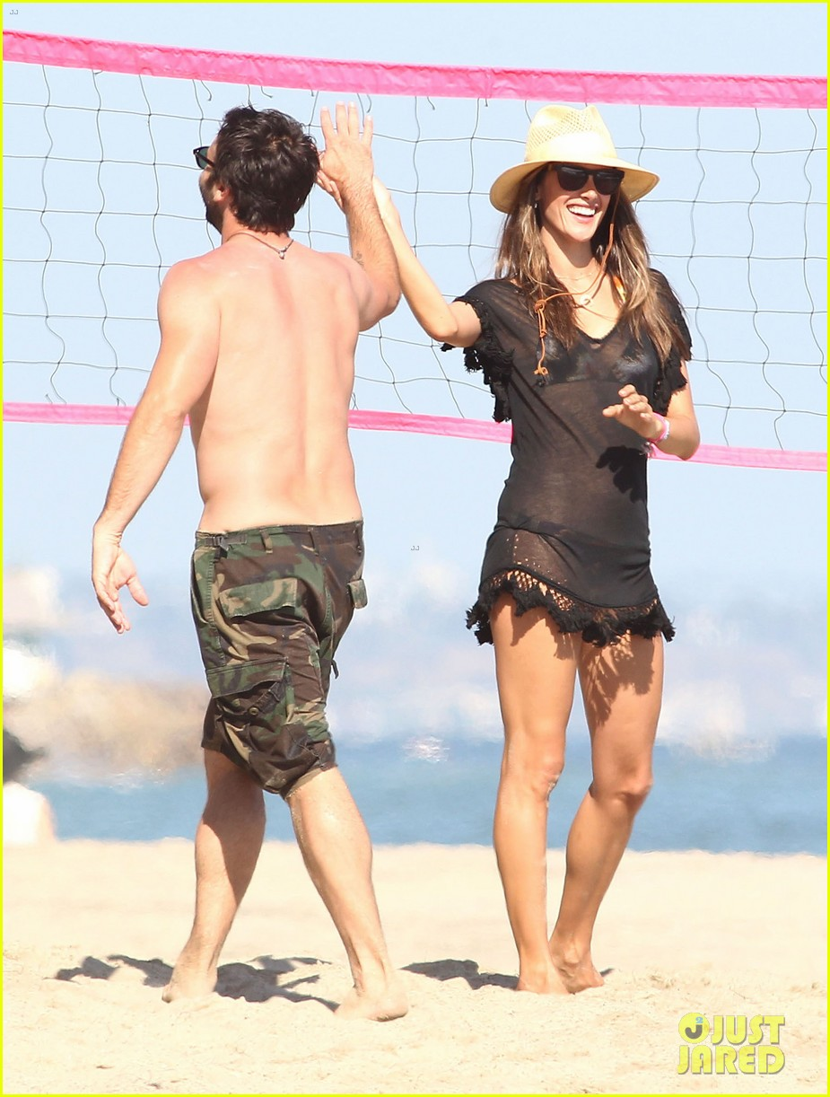 alessandra ambrosio beach time with shirtless jamie mazur 28