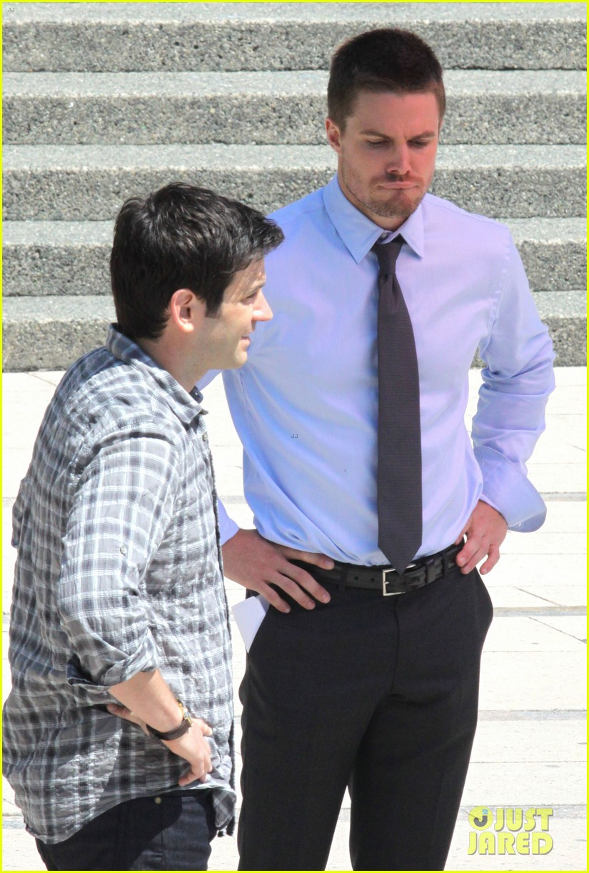 stephen amell suits up on arrow set 17