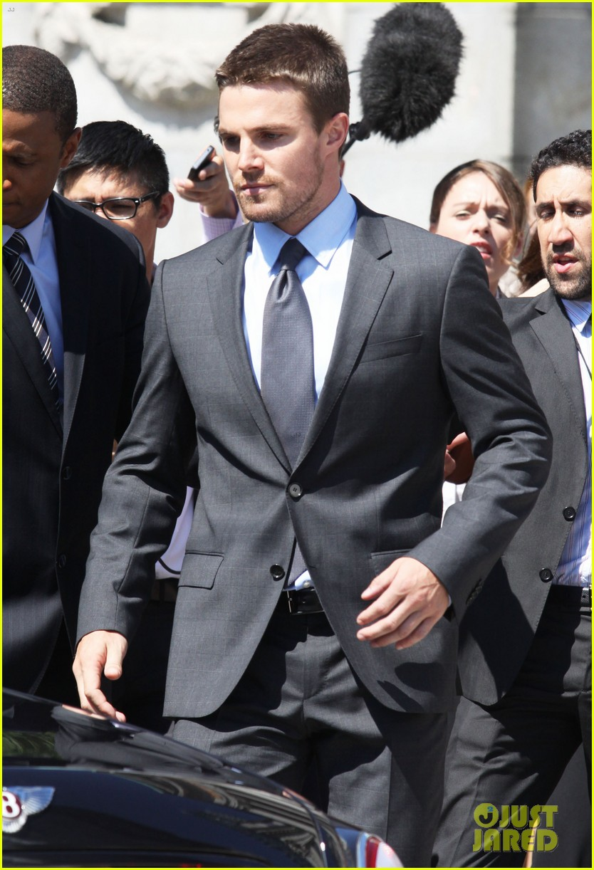 stephen amell suits up on arrow set 252692455