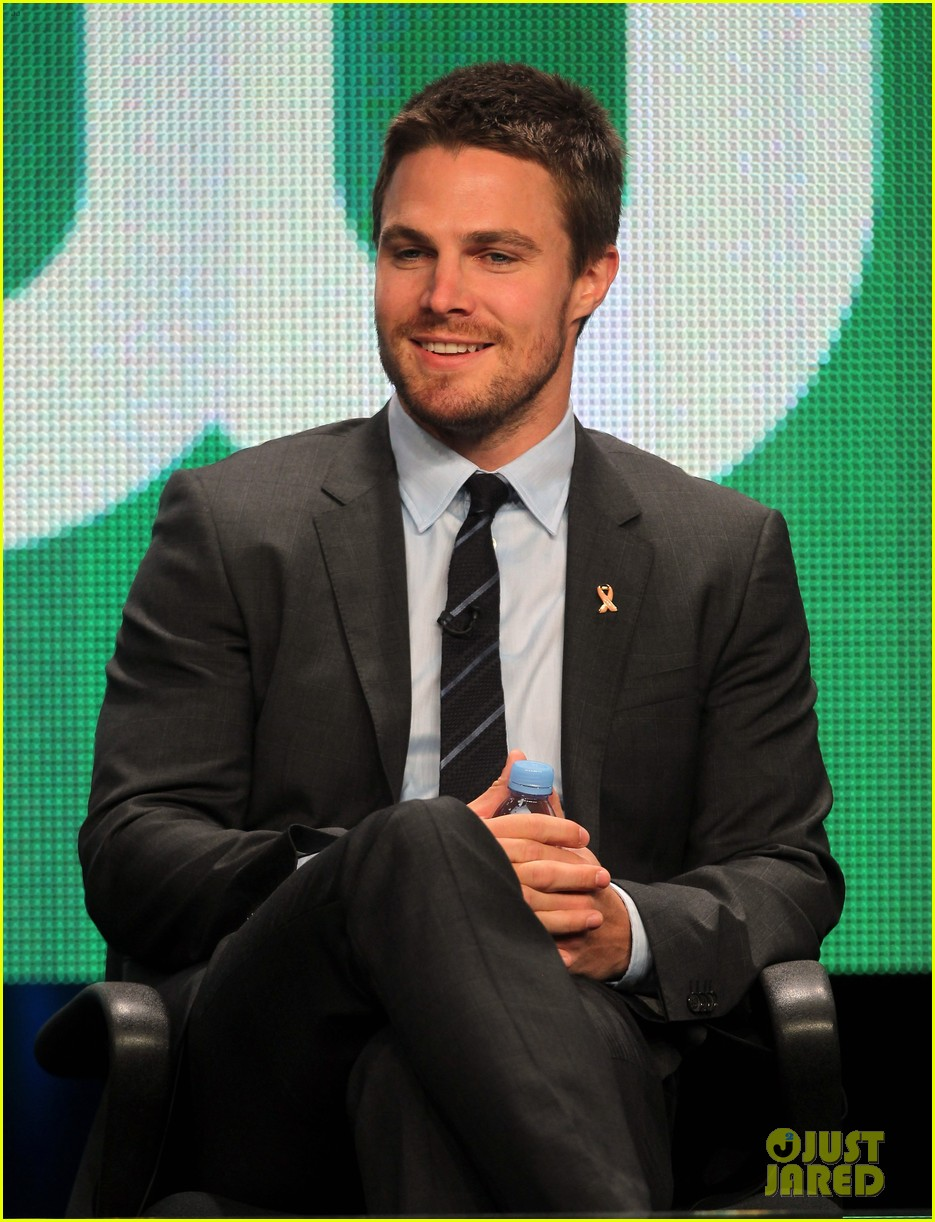 stephen amell justin hartley cw stud 012694455