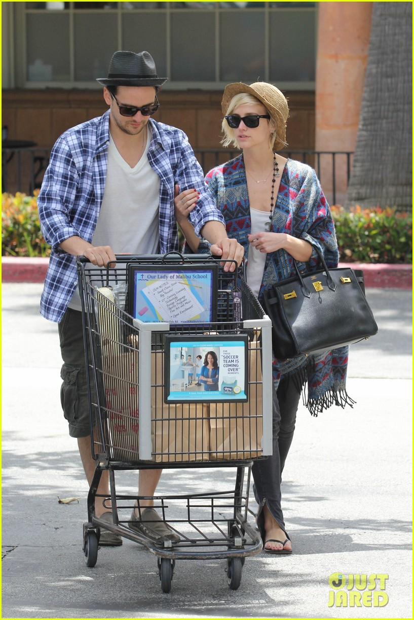 ashlee simpson shopping vincent piazza 01