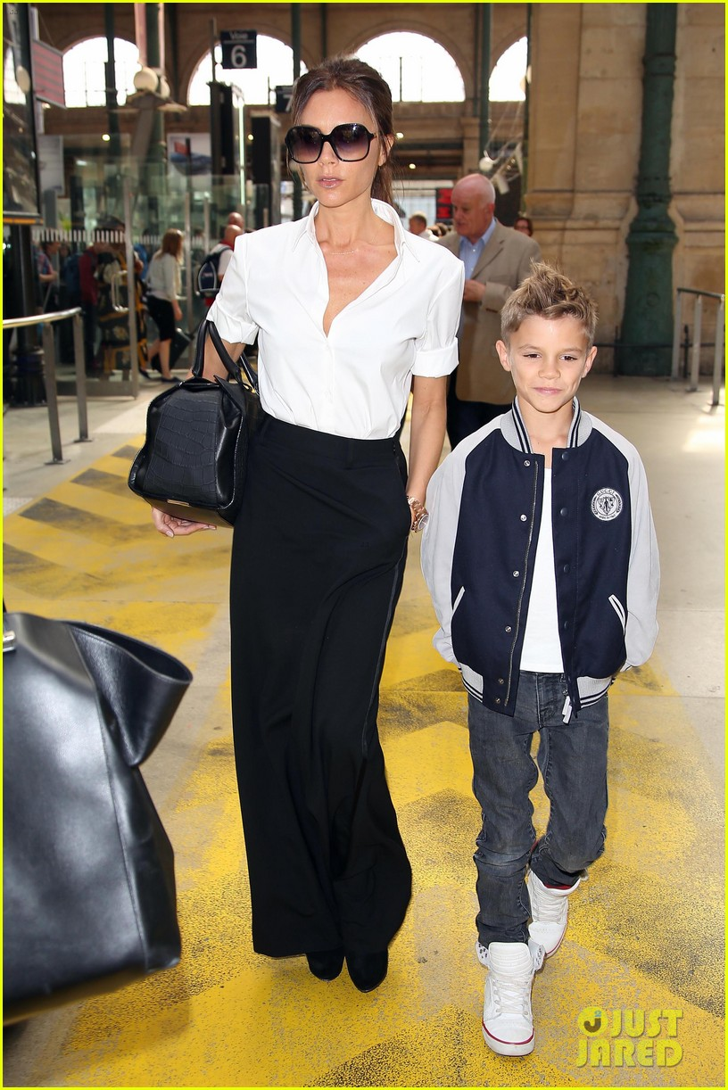 victoria beckham parisian shopping spree with cruz 09