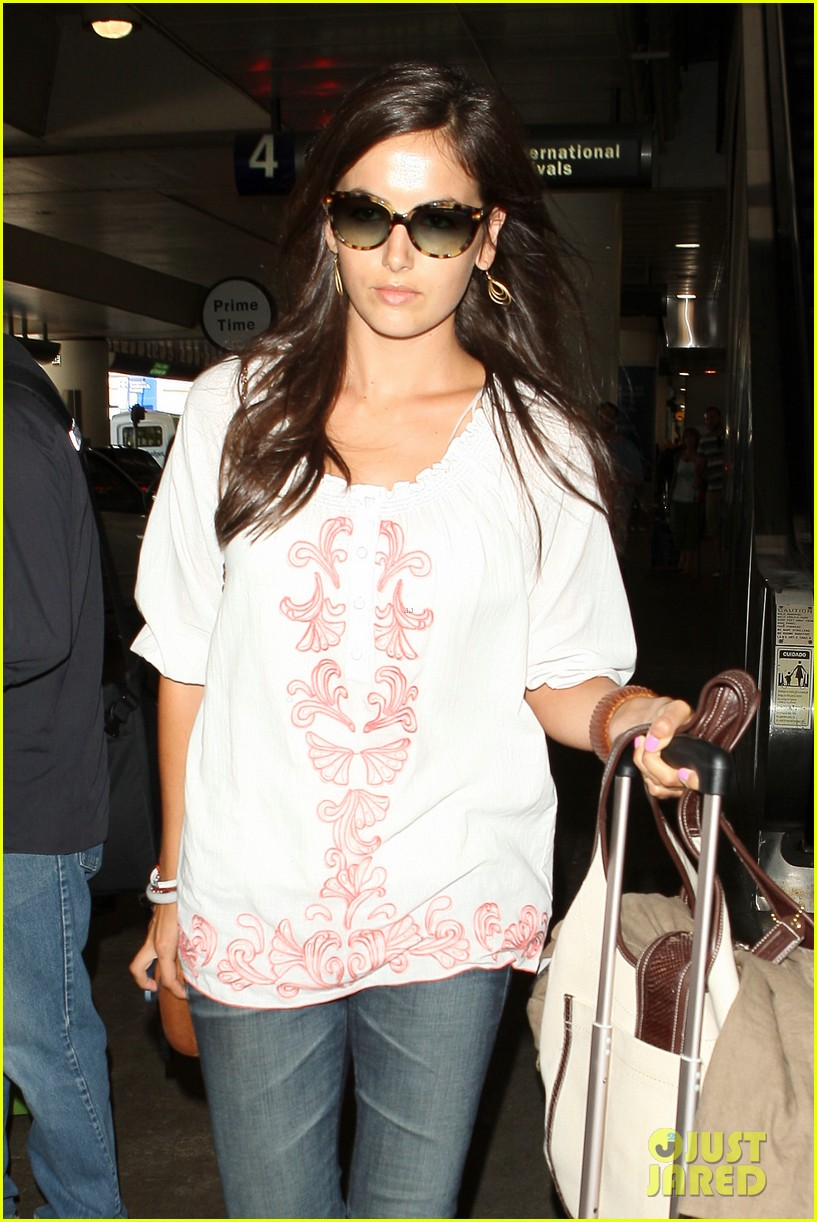 camilla belle lands in los angeles with evolet 022692670