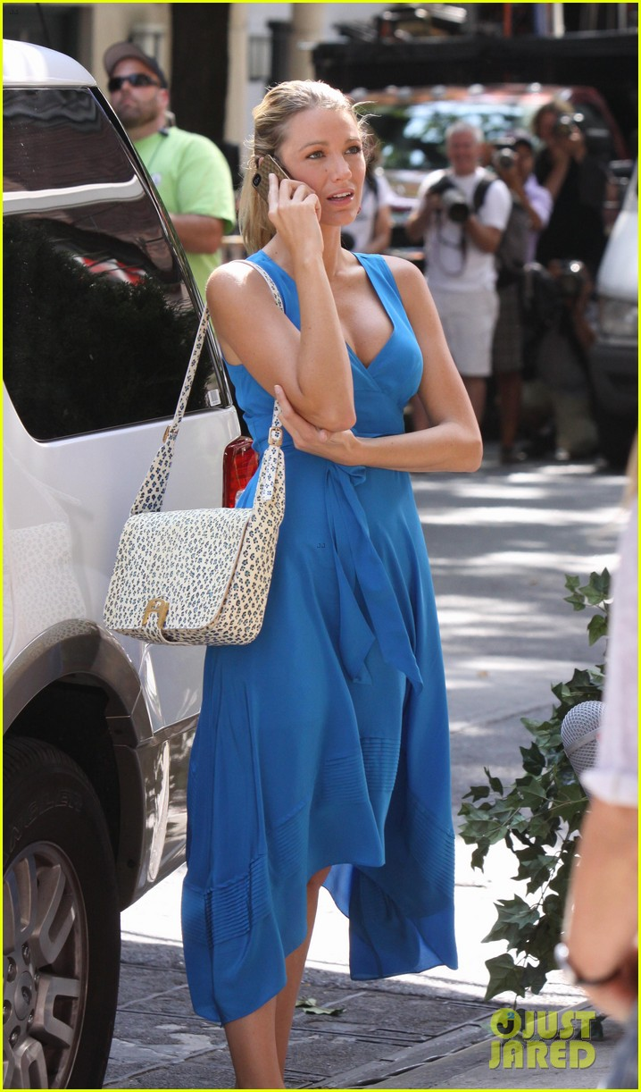 blake lively gossip girl set with barry watson 052688713