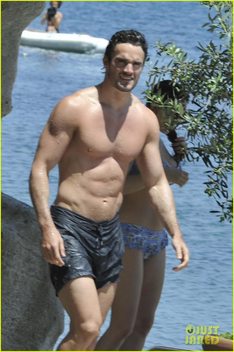 bikini clad kelly brook kisses shirtless thom evans in ischia 02
