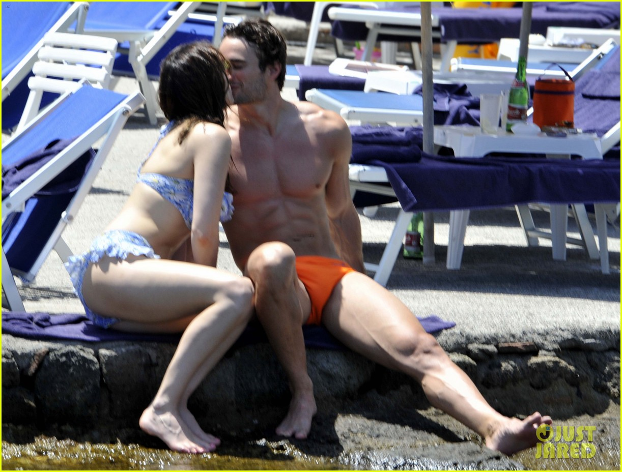 bikini clad kelly brook kisses shirtless thom evans in ischia 03
