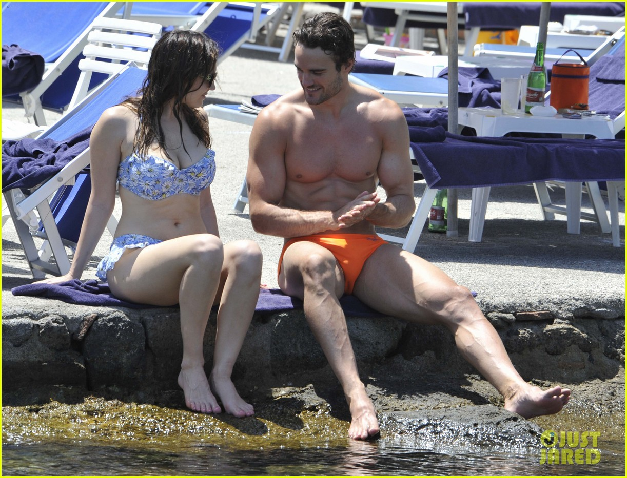 bikini clad kelly brook kisses shirtless thom evans in ischia 06