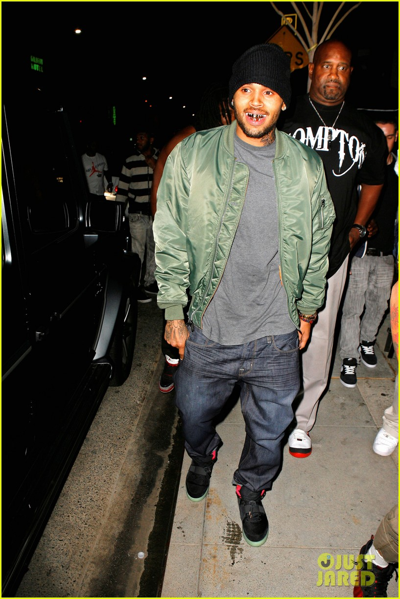 chris brown grills out at av nightclub 03