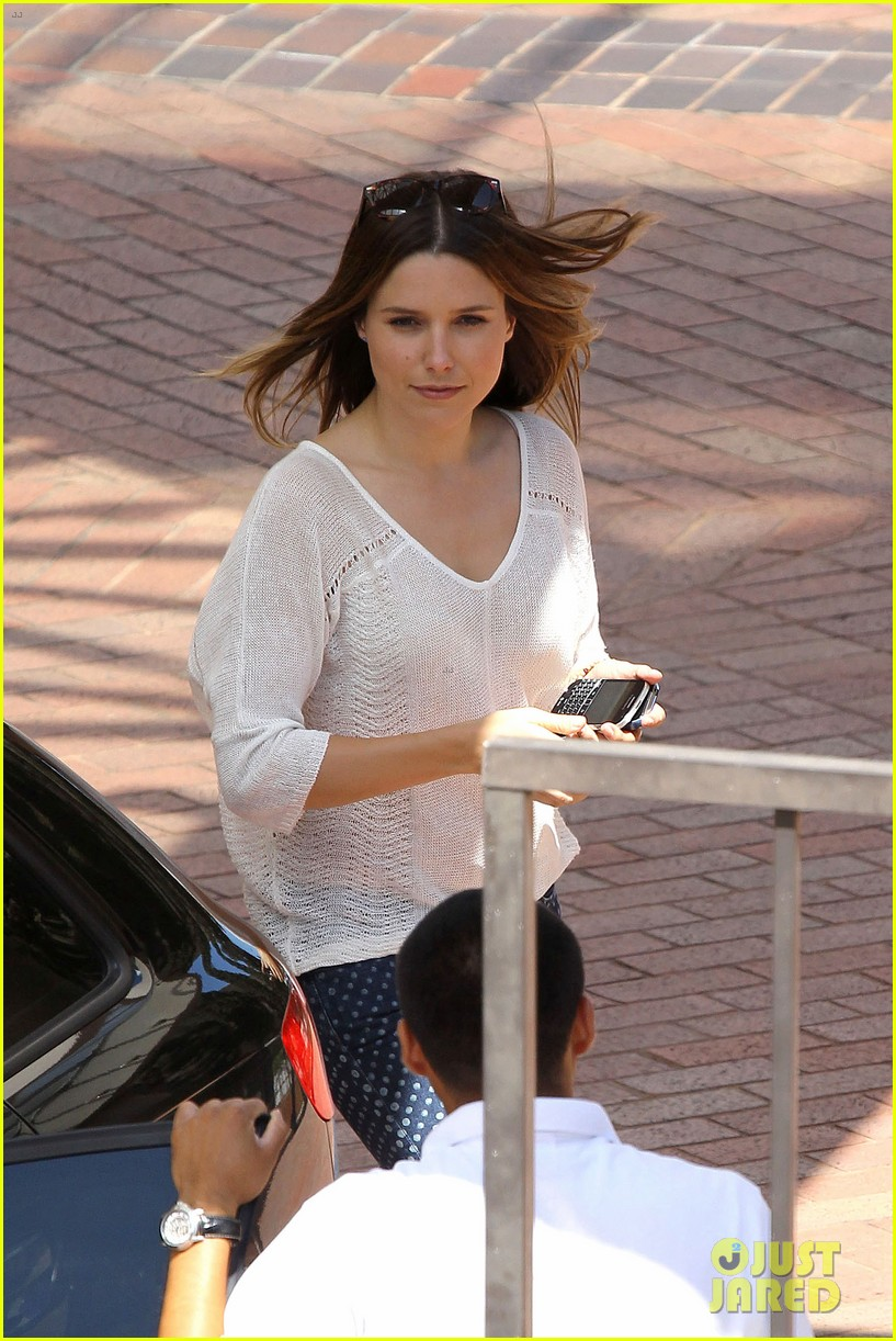 sophia bush neiman marcus shopper 02