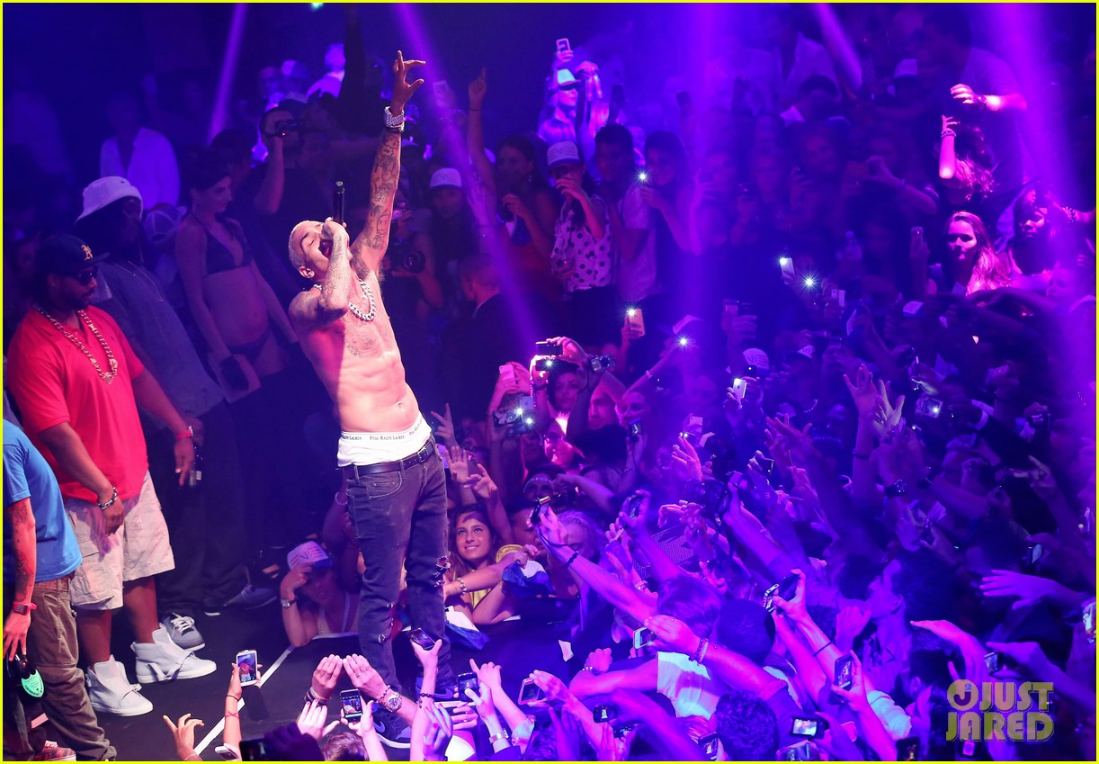 chris brown shirtless gotha club cannes 44