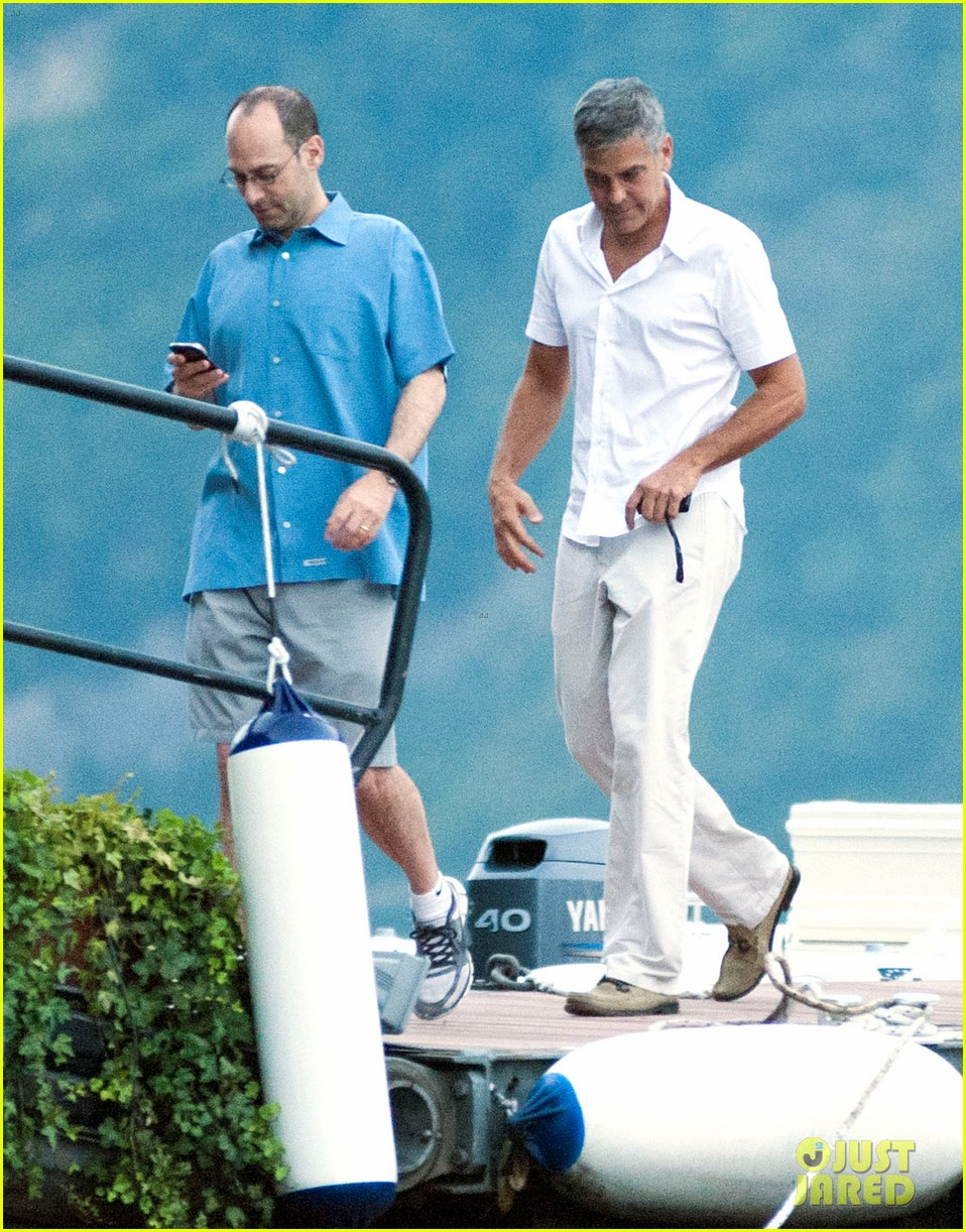 george clooney stacy keibler lake como with friends 012693562