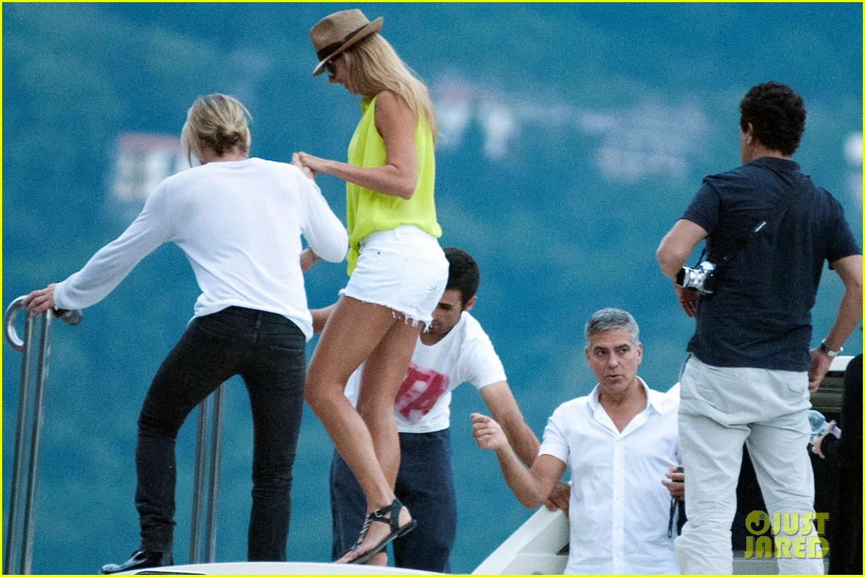 george clooney stacy keibler lake como with friends 05