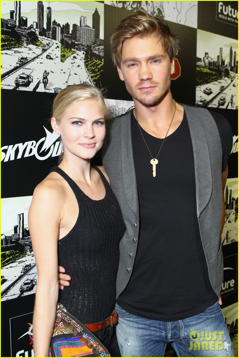chad michael murray comic con party with kenzie dalton 022687423