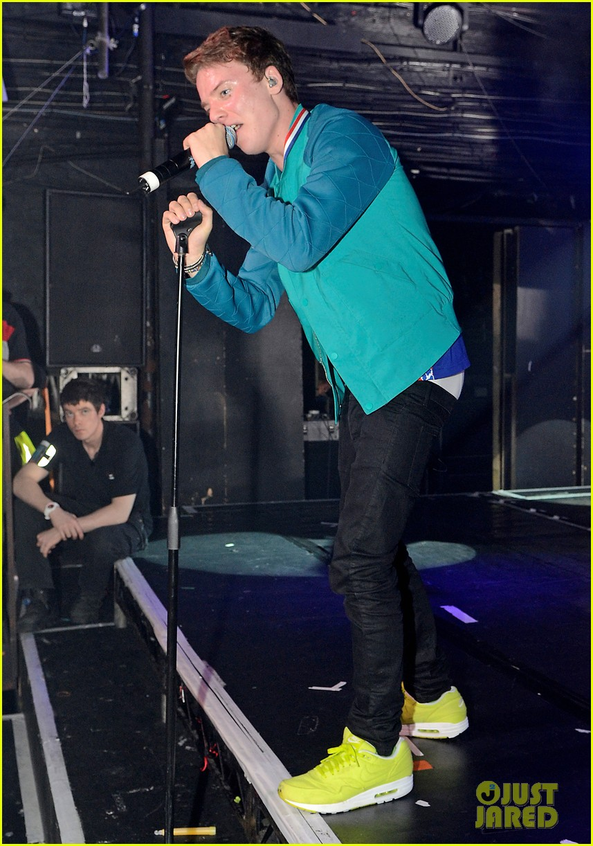 conor maynard gay bar performance 30