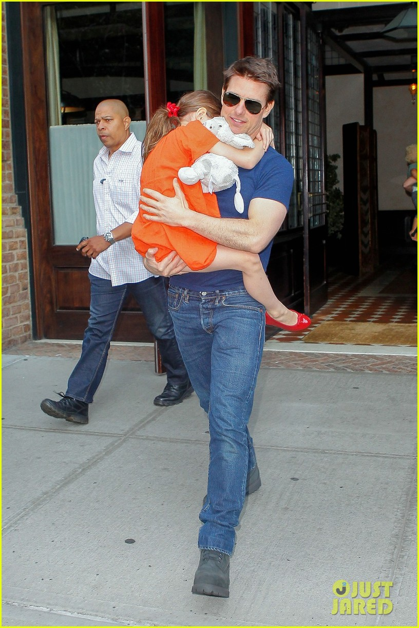 tom cruise suri daddy daughter day 05