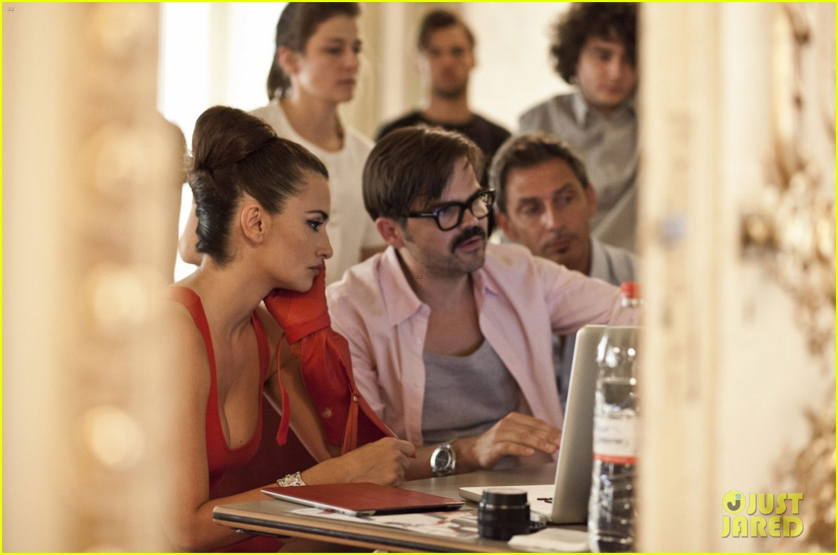 penelope cruz campari calendar shoot behind the scenes pics 05