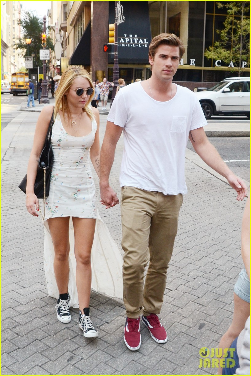 miley cyrus liam hemsworth capital grille lunch date 01