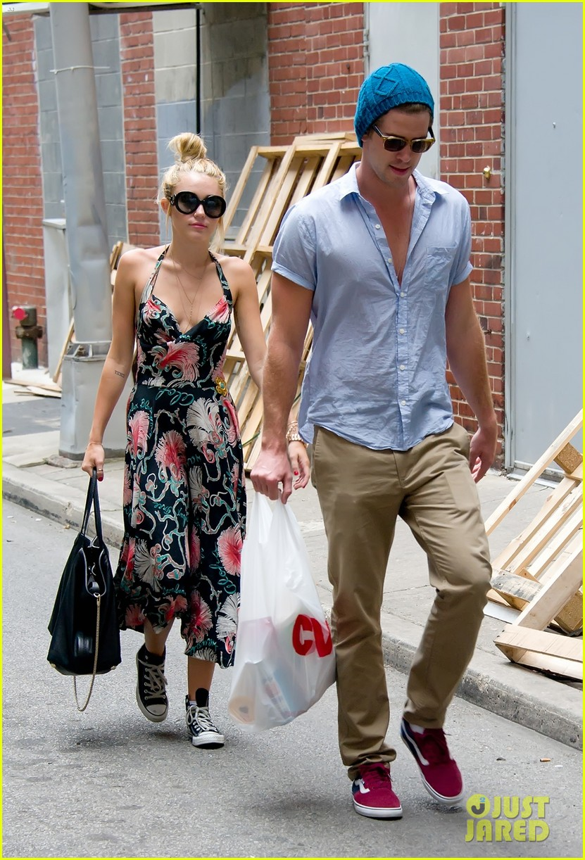 miley cyrus denim jumpsuit with liam hemsworth 05