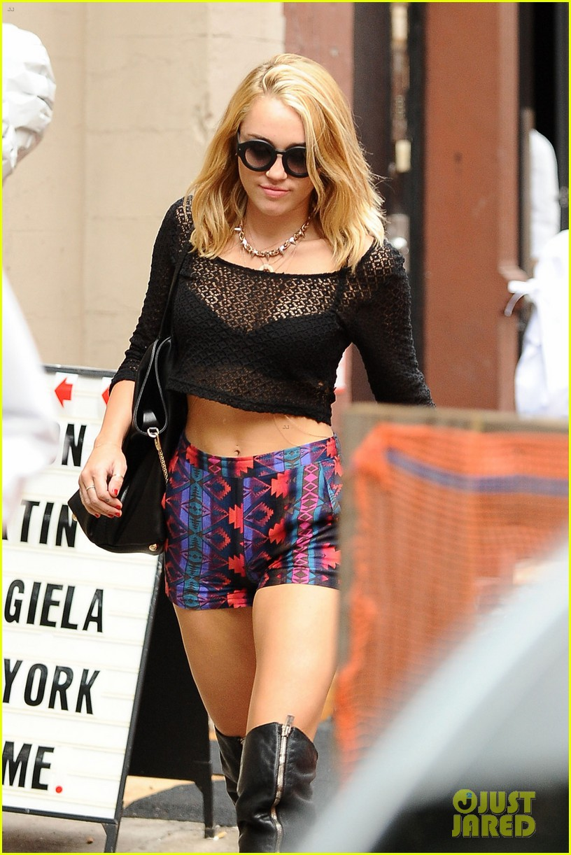 miley cyrus shops in nyc liam hemsworth films in philly 03