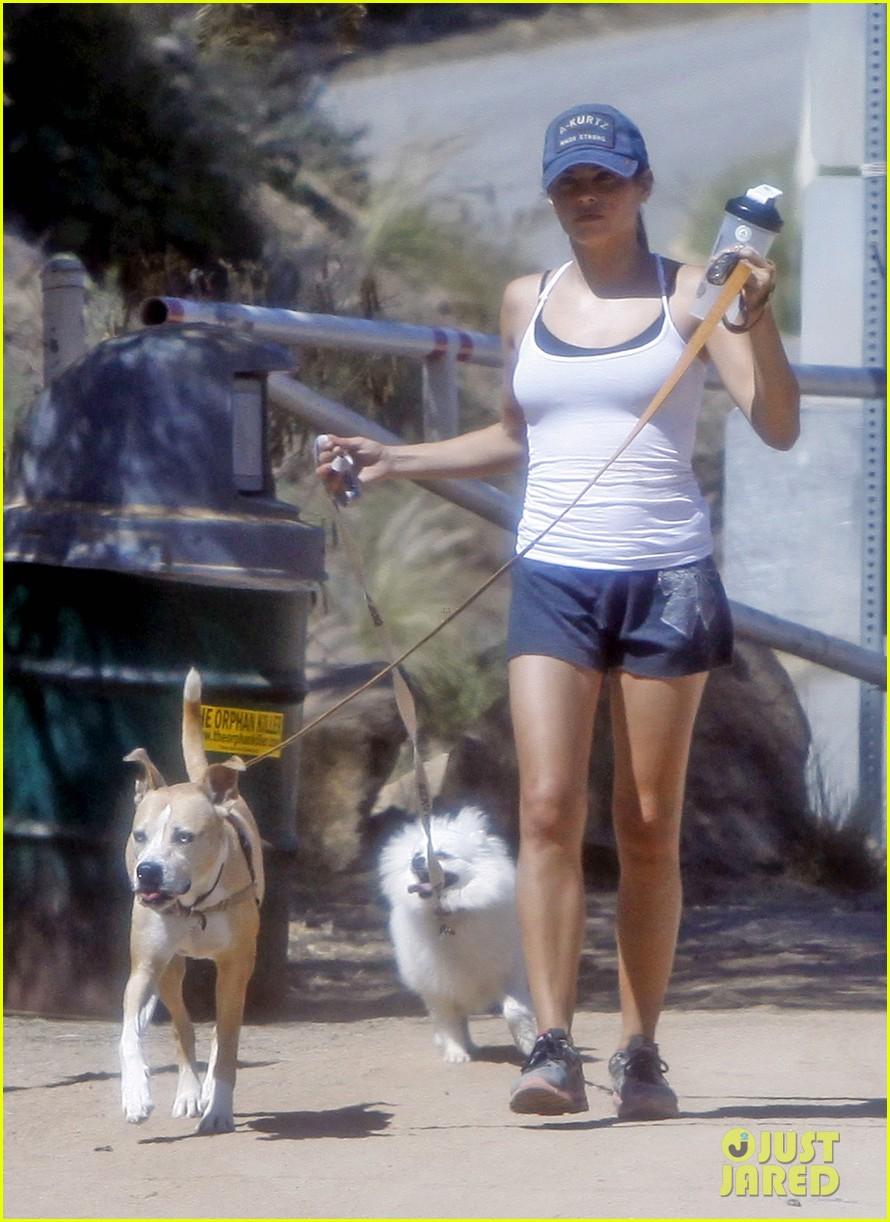 jenna dewan dog walk 04