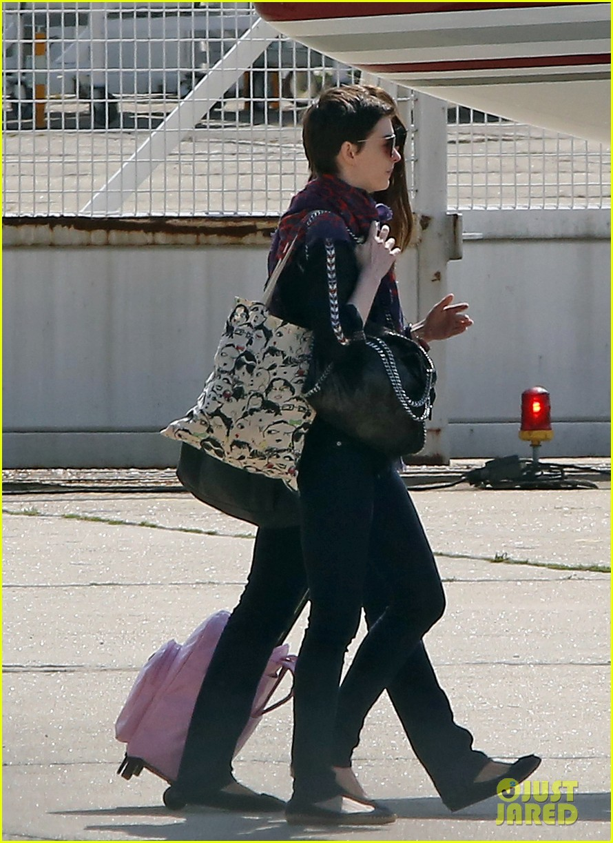 anne hathaway christian bale leaving paris 08