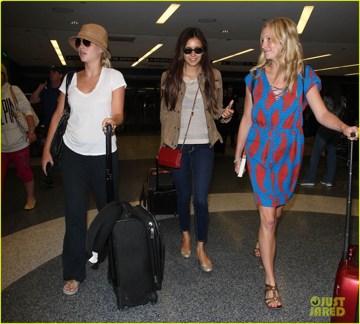 vampire diaries cast landing at lax 03
