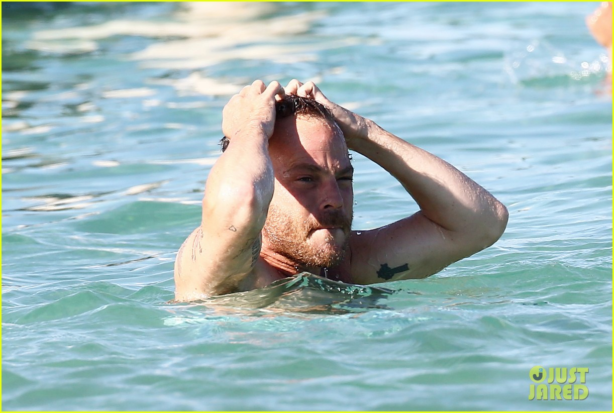 shirtless stephen dorff vacations with tara reid 02