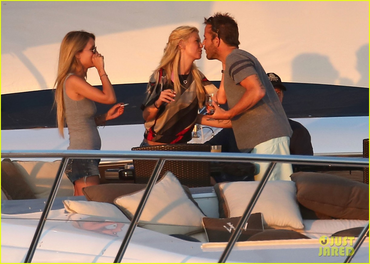 shirtless stephen dorff vacations with tara reid 15