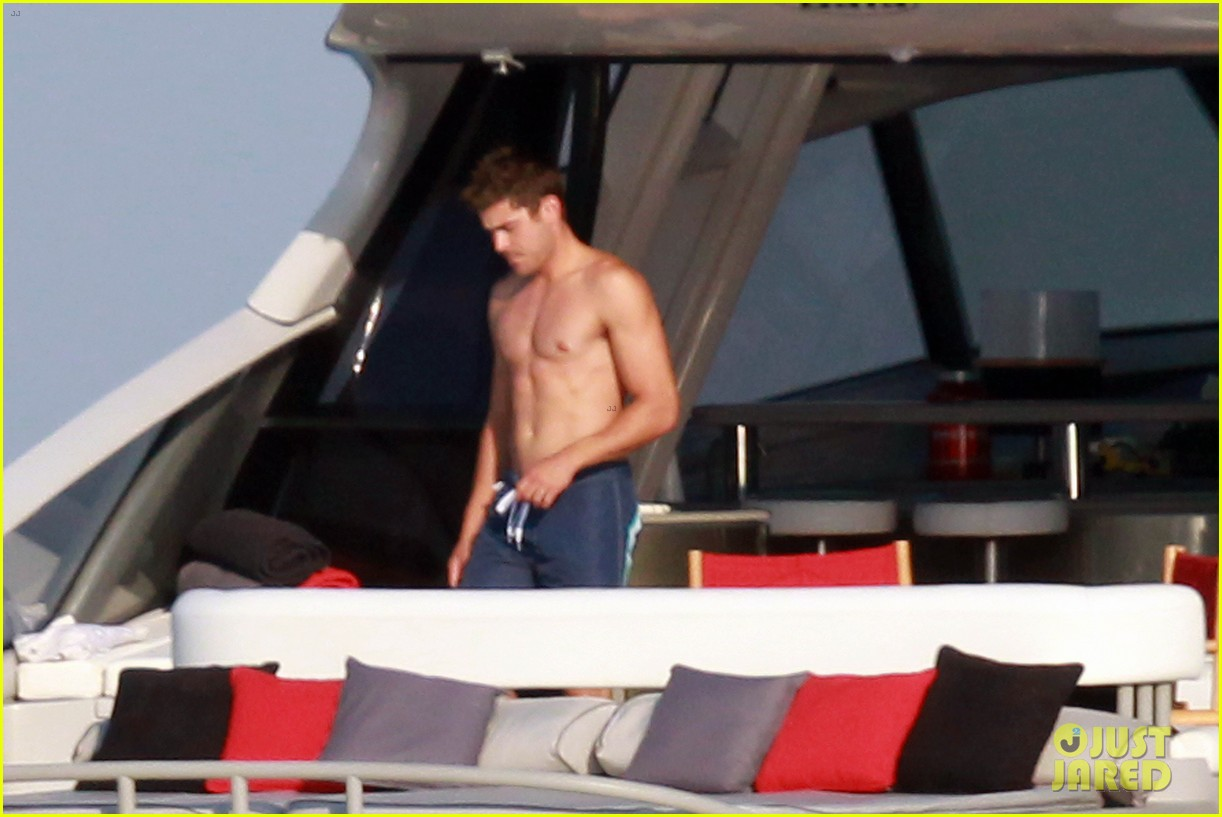 zac efron shirtless july 4 saint tropez 01