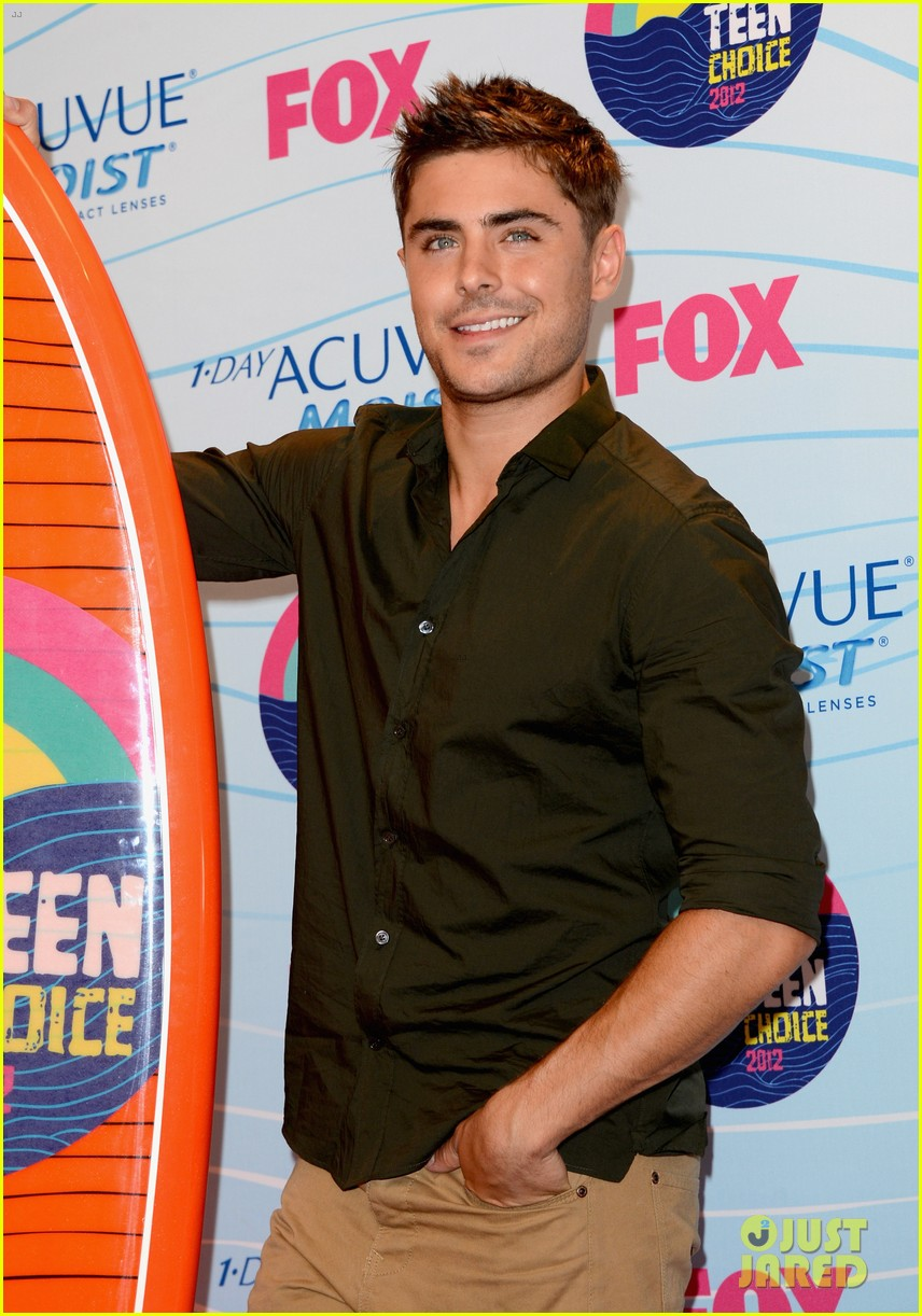 Zac Efron Teen Choice Awards 2012 Winner Photo 2690696 2012