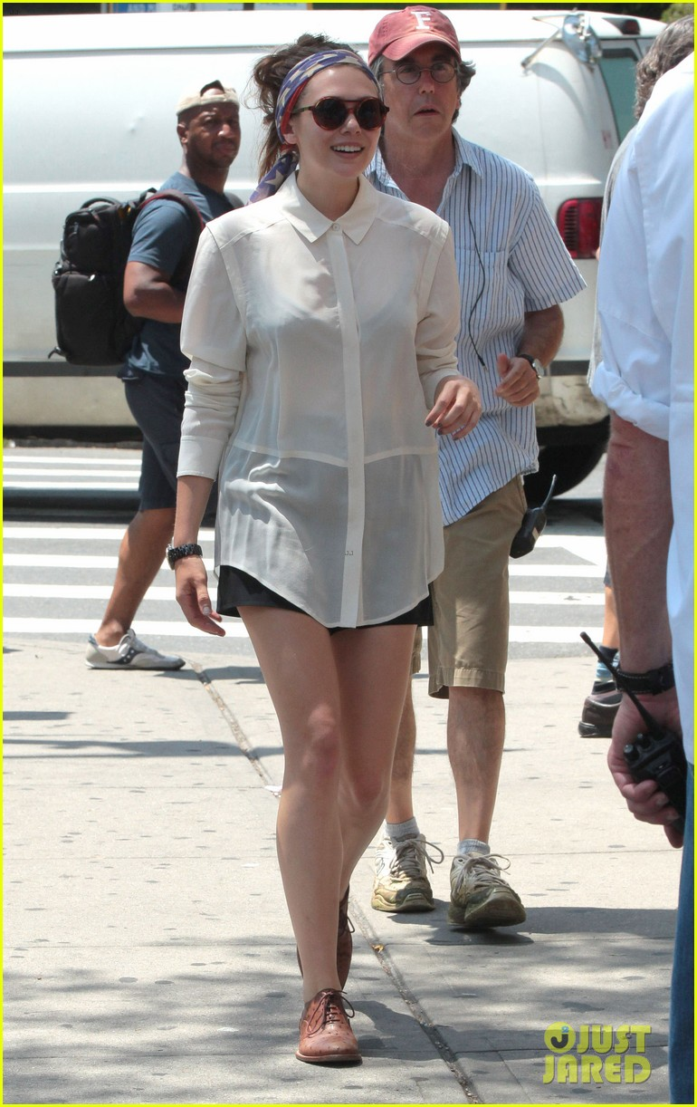 dakota fanning elizabeth olsen big apple bicycles 132683788
