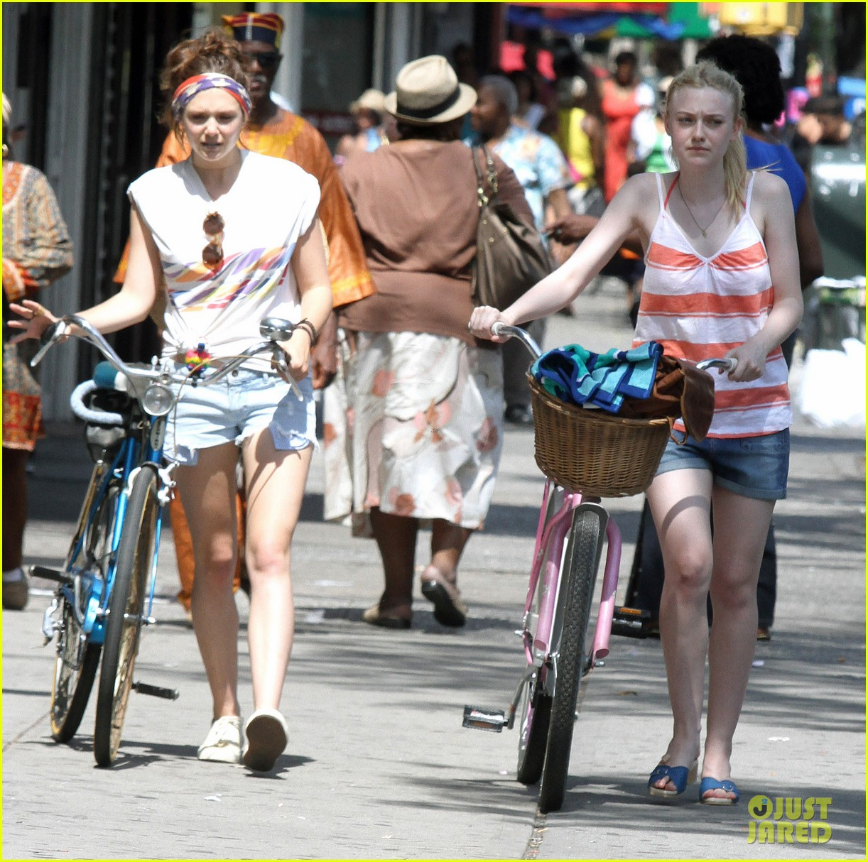 dakota fanning elizabeth olsen big apple bicycles 23