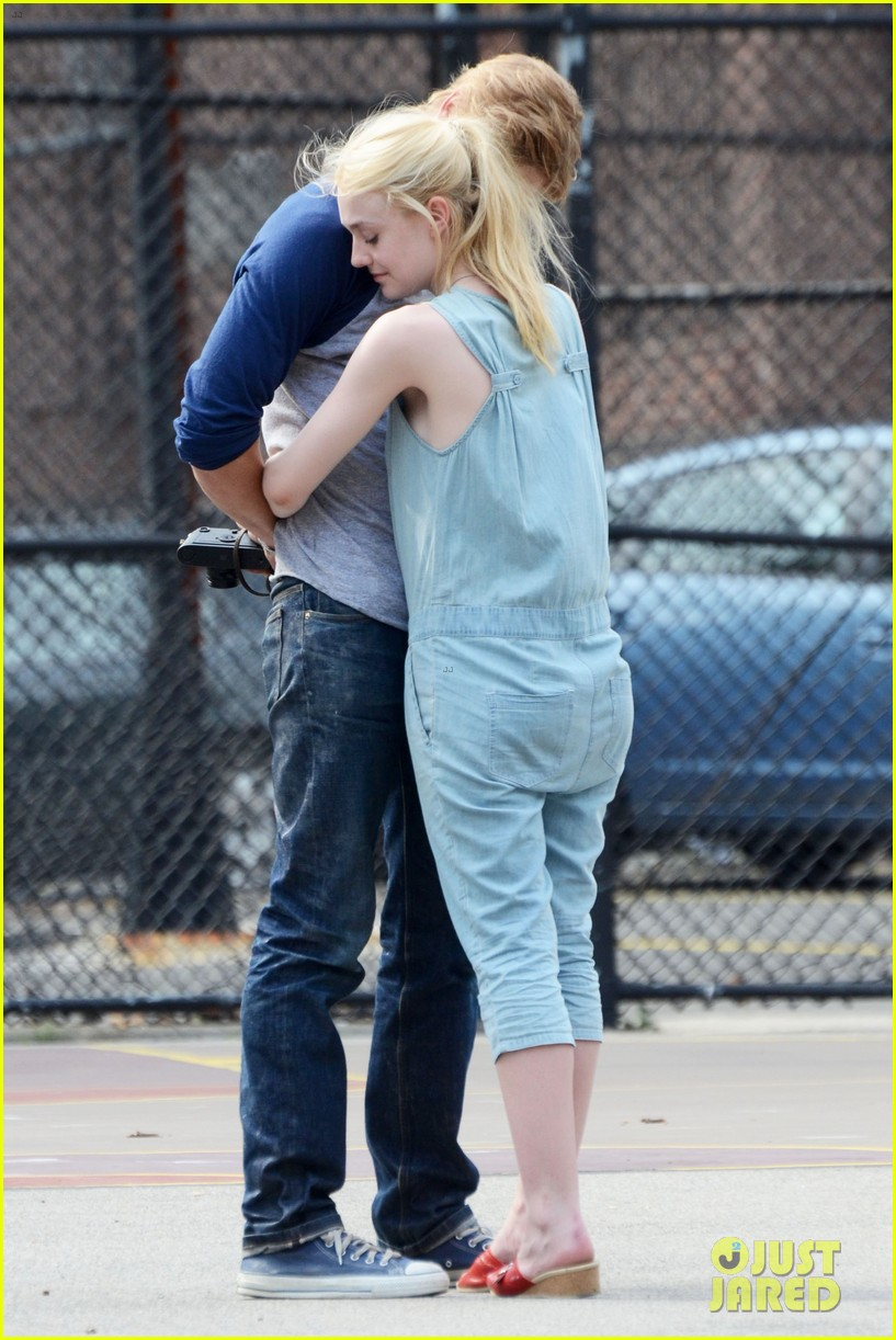 dakota fanning very good girls boyd holbrook 16