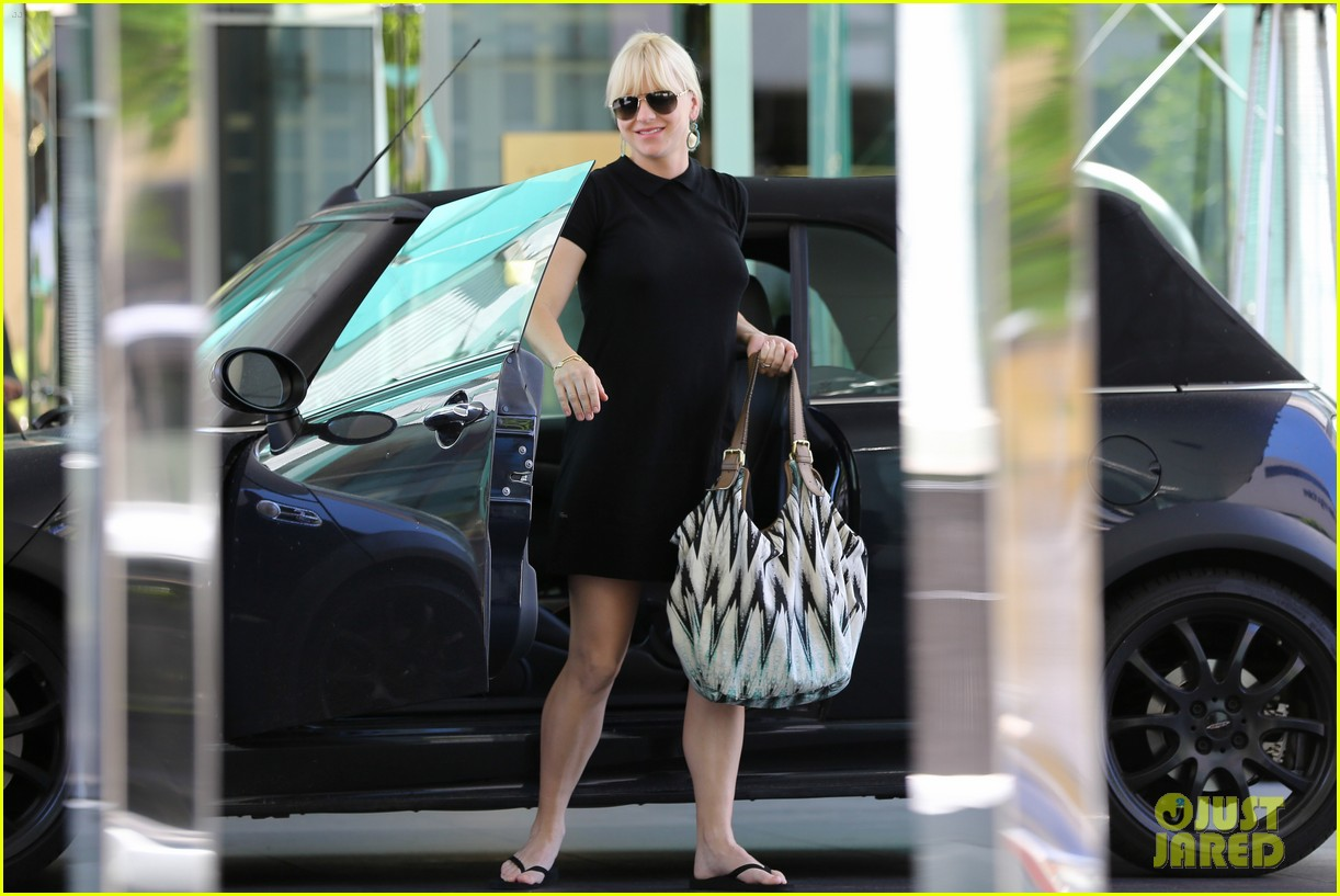 anna faris hotel check in 17