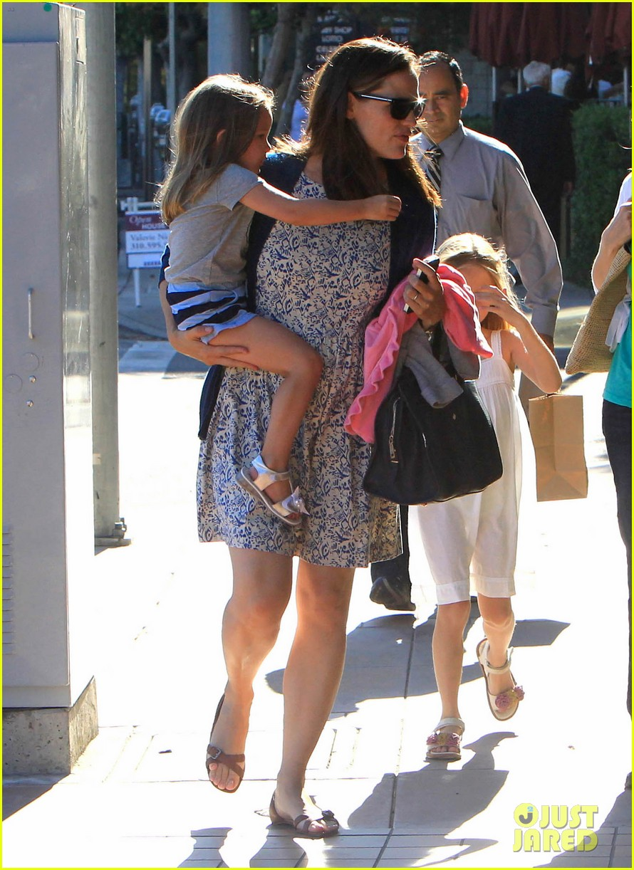 jennifer garner menchies with seraphina 152684820