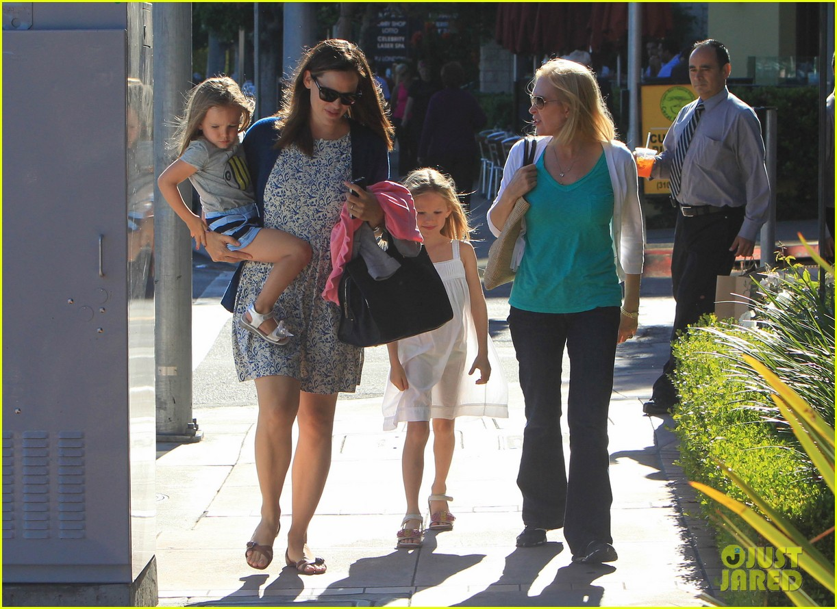 jennifer garner menchies with seraphina 162684821