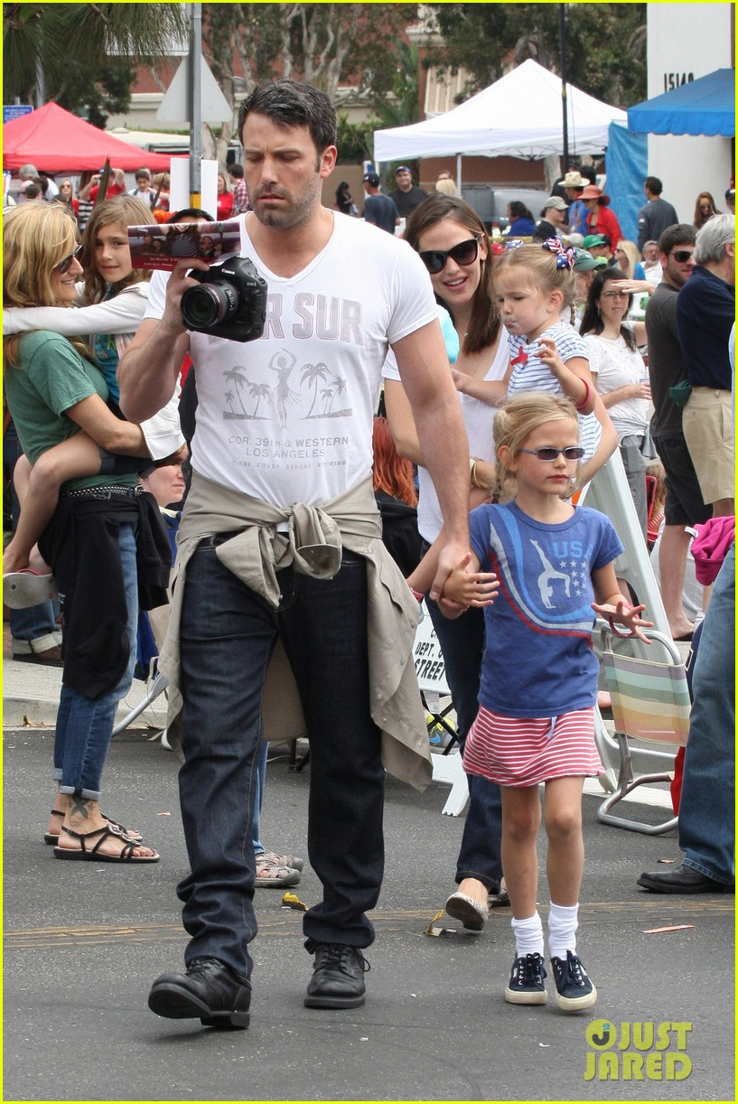 jennifer garner ben affleck bring samuel to parade 11