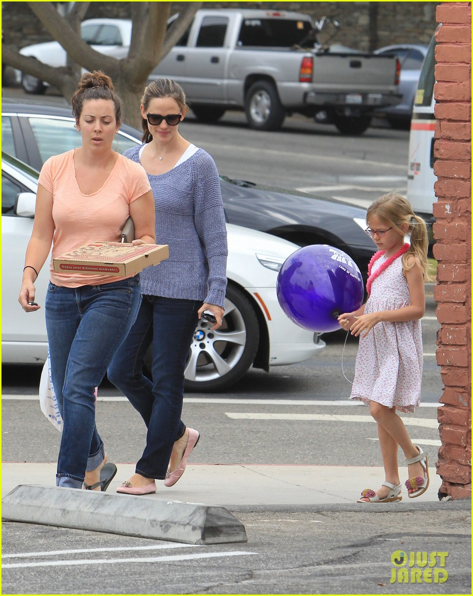 jennifer garner shoes with violet 04